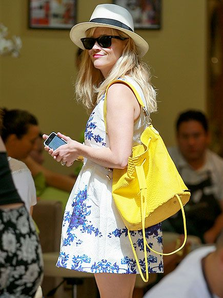 Reese Witherspoon donned the PERFECT floral summer frock, topped off with a vibrant bag, a fedora and wayfarer sunnies! Love this look!