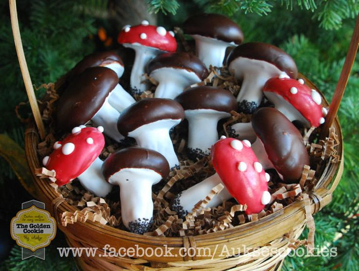 Grybukai, Lithuanian mushroom cookie, by The Golden Cookie www.facebook.com/Auksescookies