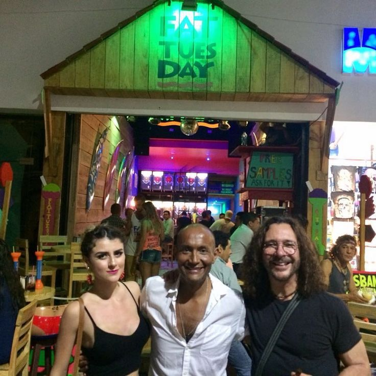 Fat Tuesday Uptown & Telehit celebrities  #fattuesday #daiquiribar #tequilashots #endlessparty #bartender #music #thirsty #vacation #paradise #fun #cheers #mixology #dancing #coldbeer #beach #deliciouscocktails #cocktailbar #amazing #cancun #playadelcarmen  #cabo #bahamas