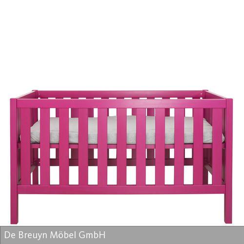 """Das Babybett """"debe.detail"""" von De Breuyn lässt sich dank des dreifach verstellbaren Lattenrostes Größe und Alter des Kindes anpassen und ist somit auch  …"""