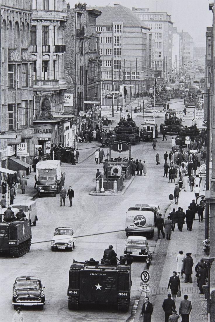 Will McBride, Friedrichstraße, Berlin, 1962