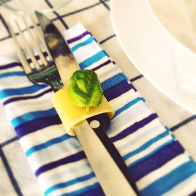 Complicare è facile, semplificare è difficile.Tutti sono capaci di complicare. Pochi sono capaci di semplificare. (Bruno Munari)... #gusciduovo #gusciduovo_pensiero #miseenplace #semplicemente #semplicità #rdd_food #instafood #infinity_foodlover #basilico #ilovepasta #profumodibasilico #instamood #prontointavola #eggshells #foodblogfeed #foodrepublic #instamood #follow4follow