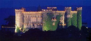 Castello Orsini-Odescalchi  Piazza Mazzini, 14  00062 Bracciano (RM) camera rossa isabella de medici bracciano