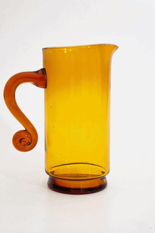 Jarra vintage polonesa de vidro soprado à mão.  Pablo Neruda dizia que a água mudava de sabor conforme a cor do copo em que tomava. Que gosto terá o âmbar?