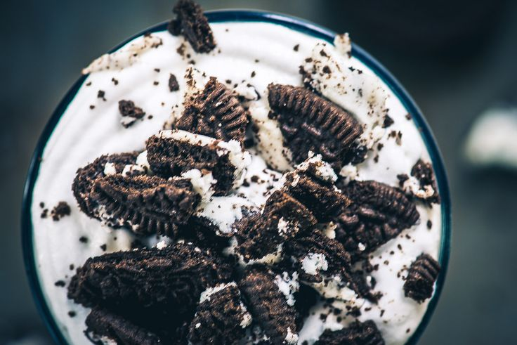This is the Oreo Milkshake Recipe which you can make in under 5 minutes with just 3 ingredients. Here is How to make a Cookies and Cream Milkshake.