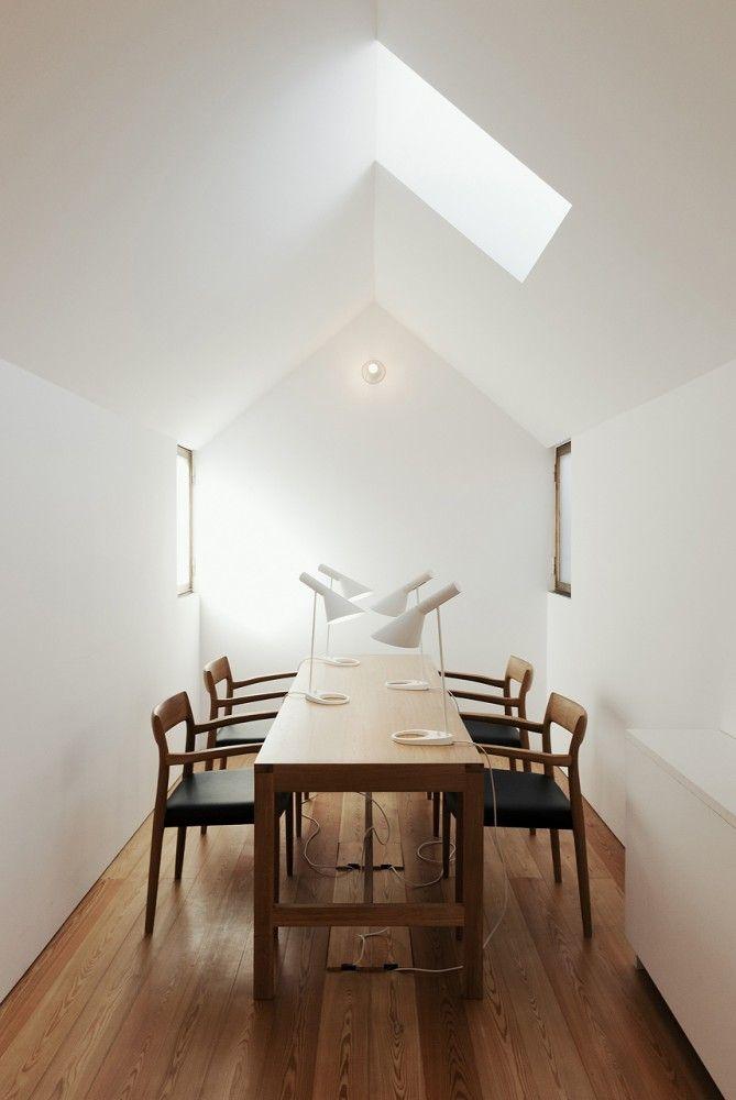 Дом Casa da Escrita - открытый архив, мастерская и временное проживания для писателей. Дизайн  João Mendes Ribeiro. Место: Коимбра, Португалия #дизайнинтерьера #офис #officedesigns