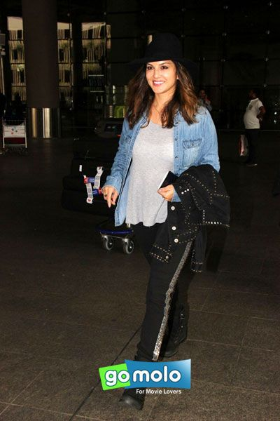 Sunny Leone snapped at Mumbai Internationa Airport