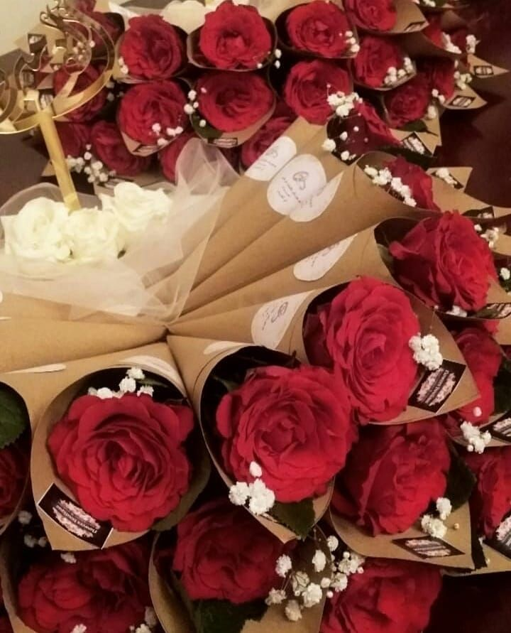 توزيعات ورد جوري على حسب ميزانيتك للطلب والاستفسار دايركت ورد طبيعي وردة هدايا تنسيق جدة توزيعات ورد جوري على حسب ميزاني Gift Wrapping Gifts Party