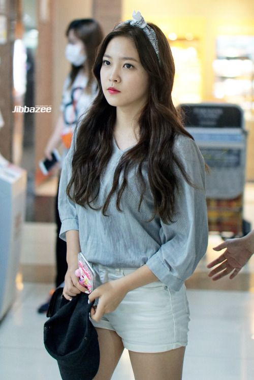 Yeri Fashion At Gimpo Airport  Kpop Red Velvet Red