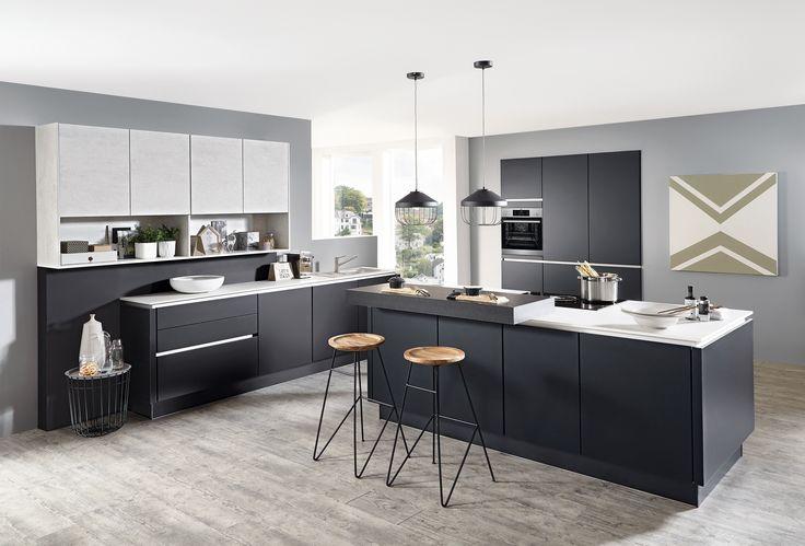 Grifflose Designküche mit hochwertigen Lacklaminat schwarz supermatt kombiniert mit Fronten weißbeton Nachbildung. Exklusiv ausgestattet mit BORA Muldenlüfter.