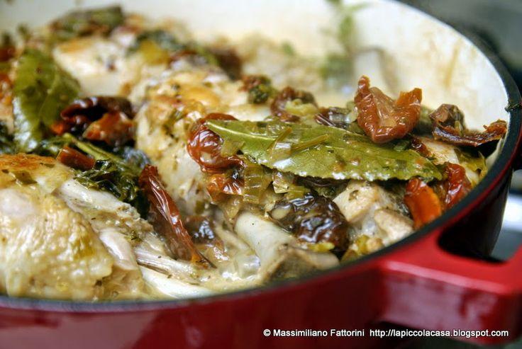 La Piccola Casa: Una ricetta a cottura lenta: Cosce di pollo con pomodori secchi, talli d'aglio e olive taggiasche al porto bianco