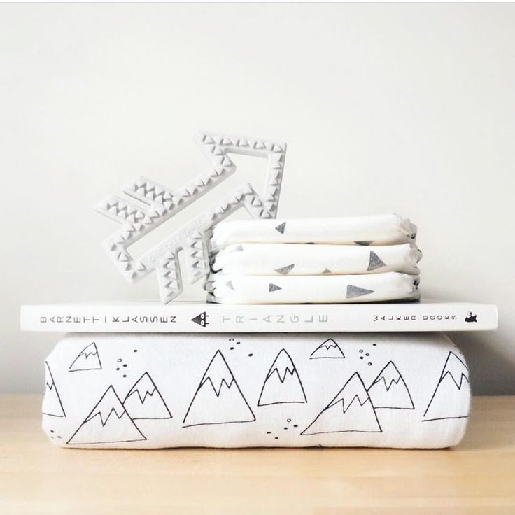 Cutest little stack of goodies.. including our Nordic Winter blanket. Our Scandinavian range is simple and understated.. available in wrap cot blanket and fitted sheet. . . Pic by our fave @yummyyq . #babyboynursery #monochromenursery #cribbedding #babybedding #mountainnursery #mountainblanket #blackandwhiteblanket #blackandwhitenursery #littlewillowvintage #alphabetmonkey