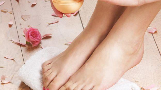 Come realizzare uno scrub naturale per mani e piedi