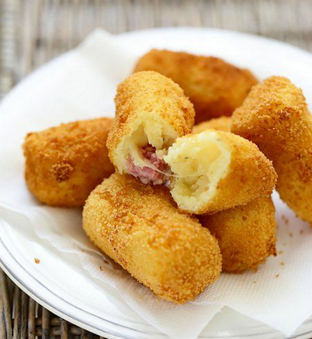 Croquettes de pomme de terre, fromage et salami