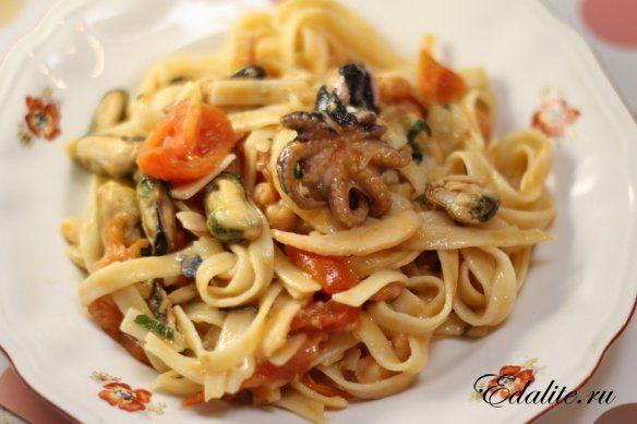 Лингвини с морепродуктами и томатным соусом — 114 ккал