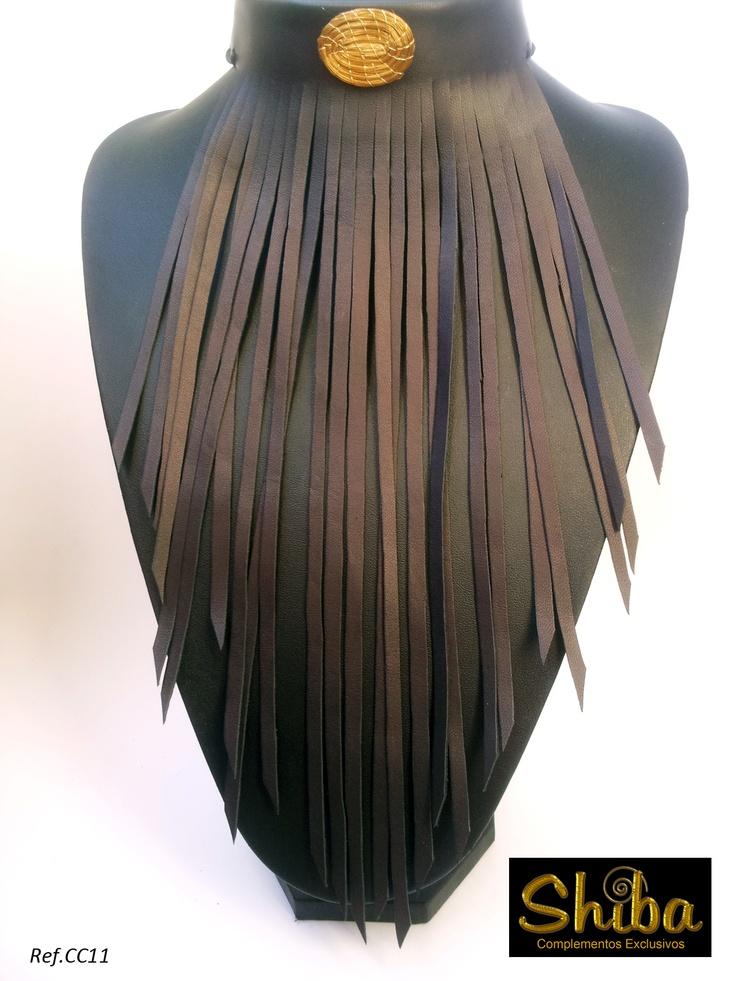 Collar de flecos de cuero negros con Oro Vegetal