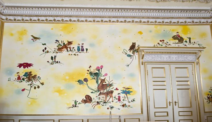 Artist Kathrine Ærtebjerg has brilliantly decorated a wall inside the pantry. Her theme is hunting.