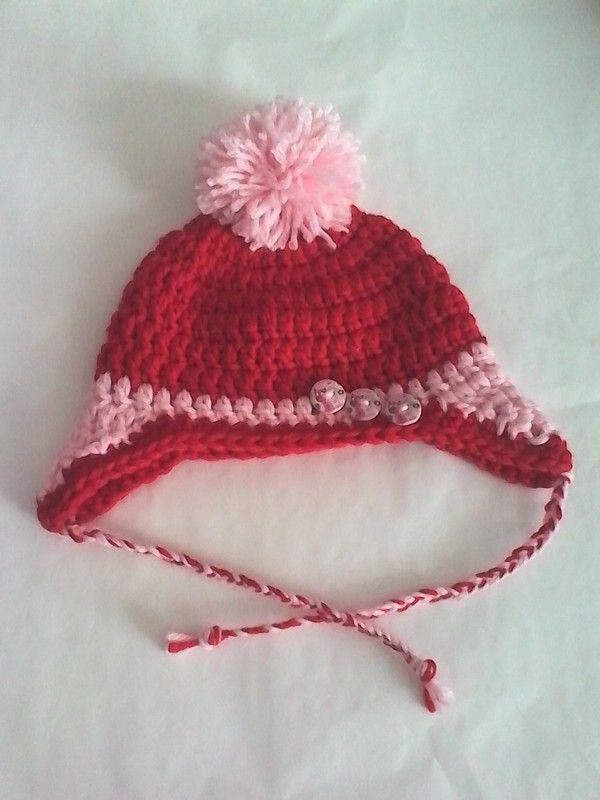 Cappello uncinetto da bambina in filato misto lana rosso e rosa con para orecchie e pompon