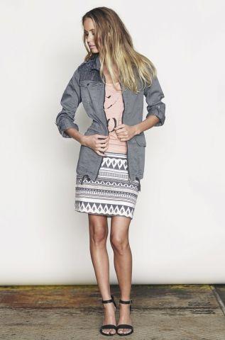 En helt fantastisk nederdel i lækker kvalitet og design.