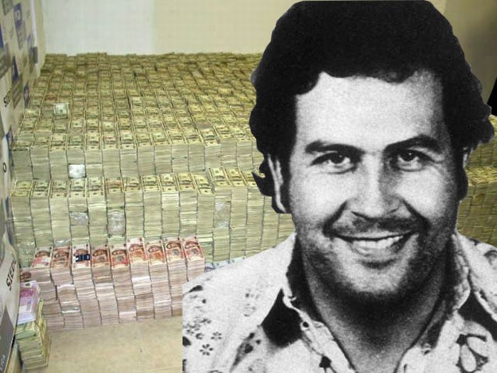 Pablo Escobar était tellement riche qu'il gagnait plus d'argent qu'il ne pouvait en dépenser : 22 milliards de dollars par an à blanchir !