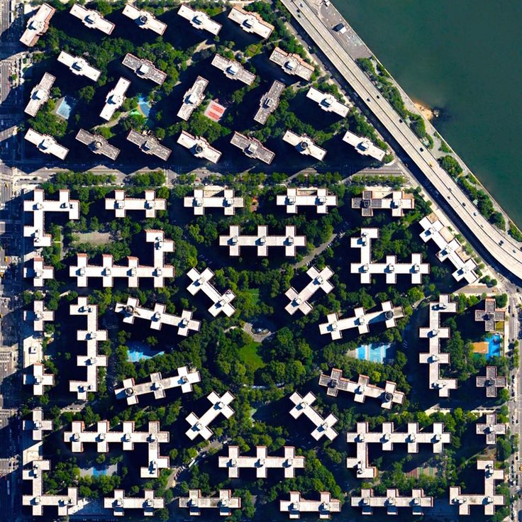 2/28/2015 Stuyvesant Town / Peter Cooper Village New York City, New York, USA 40°43′54″N73°58′40″W  The apartment complexes of Stuyvesant Town and Peter Cooper Village in New York City have a combined total of 110 residential buildings, 11,250 apartments, and more than 25,000 residents.