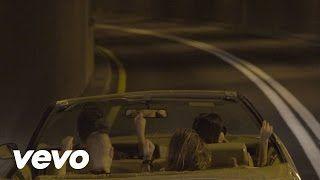 DNCE - Cake By The Ocean (Lyric) - YouTube