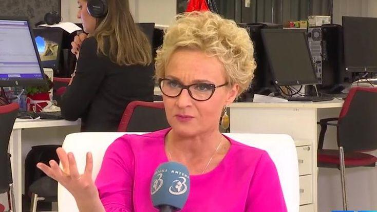Dana Grecu a făcut aseară un anunț care a șocat pe toată lumea. Jurnalista și realizatoarea TV a anunțat că și-a schimbat numele și că, implicit, a divorțat.   #Antena3 #DanaGrecu #DanaGrecuadivortat #divortDanaGrecu