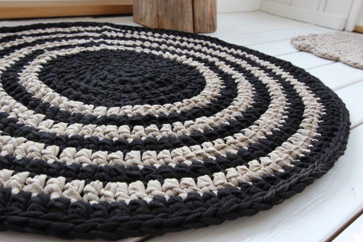 Virkattu musta/pellava matto halk. 75cm