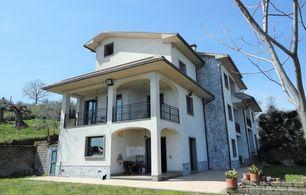 Vente immobilière de Prestige Villa Marta Italie