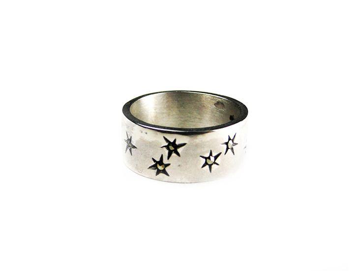 Bague avec un large anneau en Argent 925 parsemé d'étoiles avec marcassite au centre Fabriquée à la main Toutes les tailles sont disponibles
