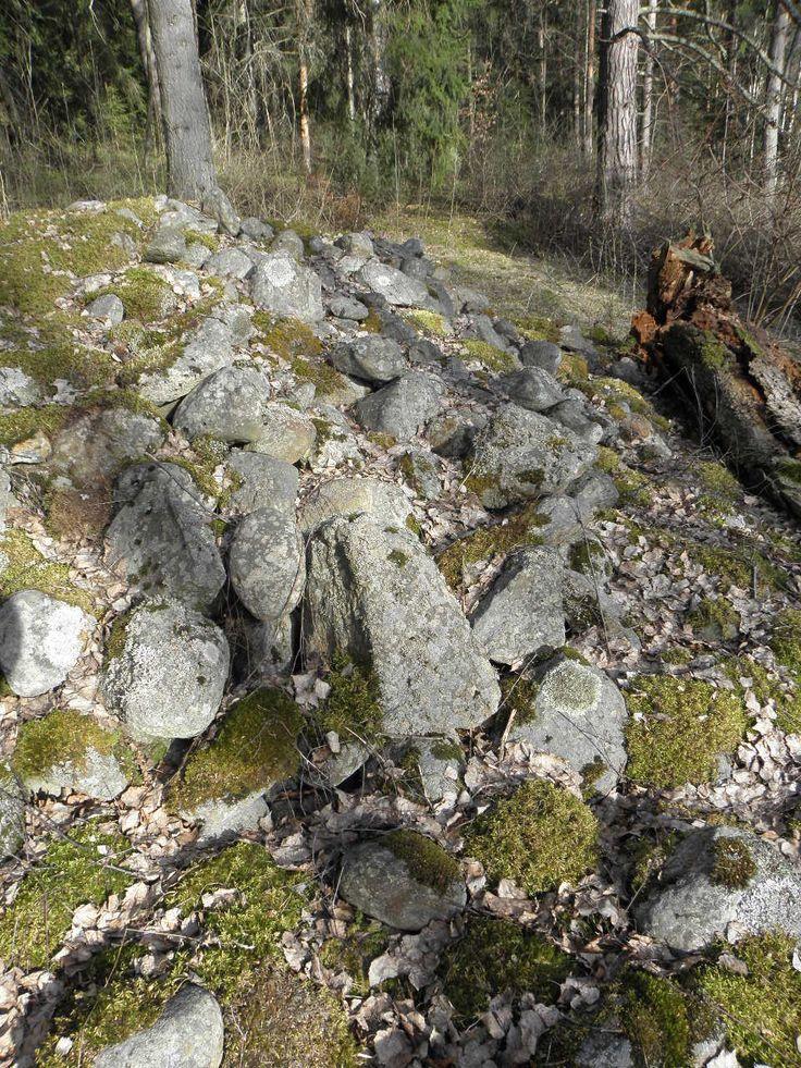 Rapola burial site. Bronze or iron age.