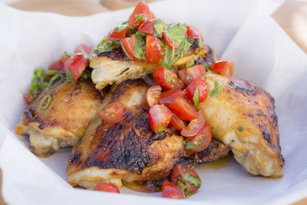 Barbecue chicken thighs with tomato vinaigrette – Recipes – Bite