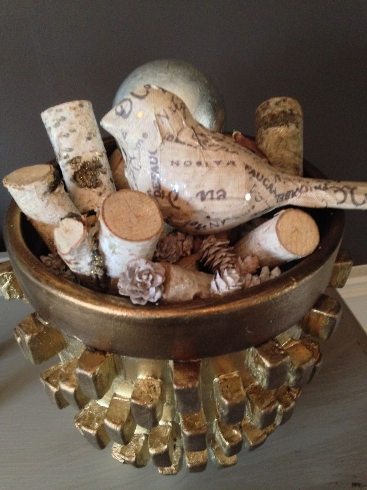 Add a little sparkle to anything this season.....a touch of gold on birch logs is an eye catcher!