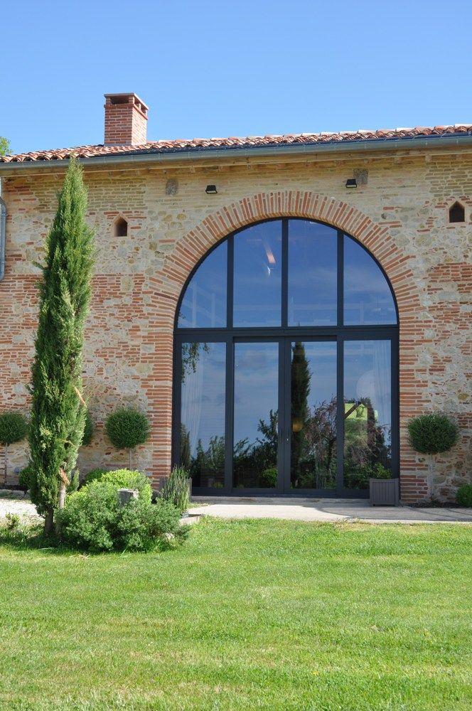 Maison m ridionale avec des grands ch ssis en aluminium for Architecture maison classique