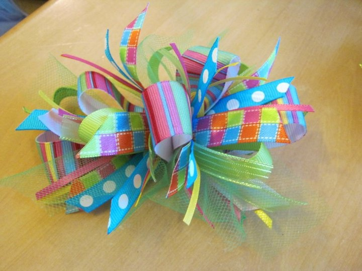 Funky loopy bow tutorial. Super cute for a little girl's hair!
