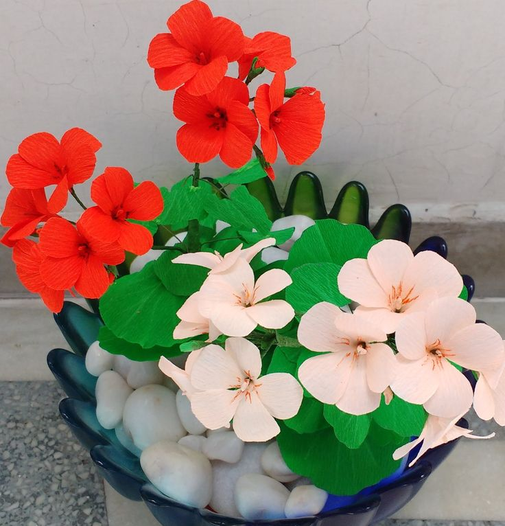 Paper Flower Geranium. This lady has very clear instructions and they look so realistic, she is a great teacher.