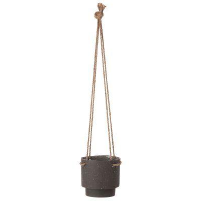 Plant Hanger potte fra Ferm Living. En vakker stenpotte som oser retro. Denne geometriske potten pas...