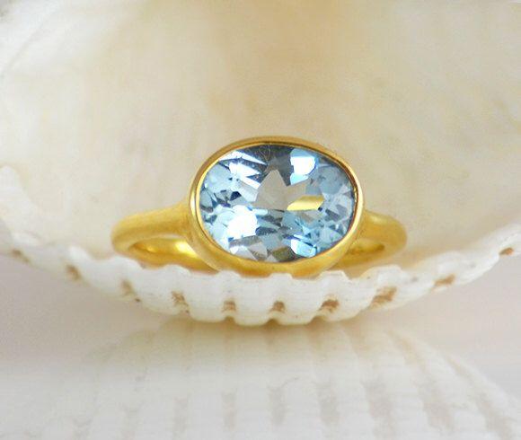 Anillo topacio azul Londres, diciembre Birthstone anillo, anillo de piedras preciosas, lisa eldridge anillo, anillo oro, anillo Oval, bisel fijar tamaño de anillo 5 6 7 8 9 de DaniqueJewelry en Etsy https://www.etsy.com/es/listing/182401653/anillo-topacio-azul-londres-diciembre