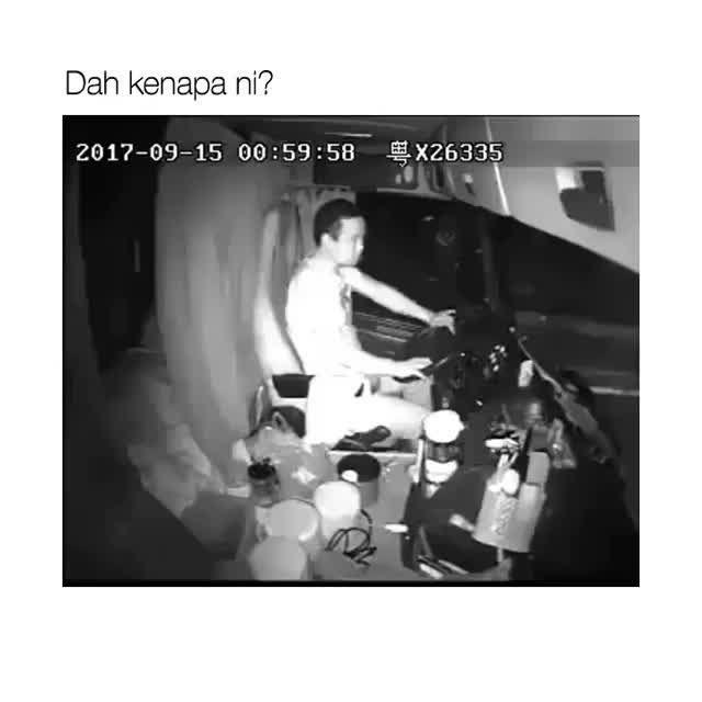 Wahh kes teruk ni. Mabuk ke ape?    PS4 Percuma Hanya Giveaway Contest     Official Partners Event Photographer  Shopping Murah     Checkidaut       Sumber     #ohemgis #malaysia #asian #funnyvideo #funnymeme #viralvideo #humour #malaysian #9gagtv #ladbible #viral #viralvideos #bazaarpaknil #kualalumpur #lawak #lawakhambar #lawakboring #terbaik #najib #neelofa #noradanish #fattahamin #uqashasenrose #nelydiasenrose #visitmyig #igshopmalaysia #igmalaysia #malayvines #malaysiaviners…