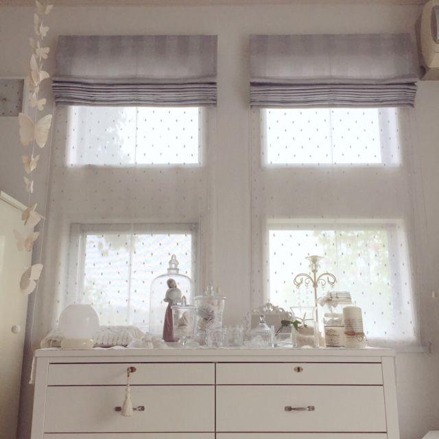 Rさんの、チェスト,小窓,ベストショット,ガーリー,フレンチシック,ガラスドーム,ホワイトインテリア,白が好き,グレーも好き,カーテン,壁/天井,のお部屋写真