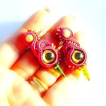 L'occhio è un simbolo antico utilizzato spesso negli amuleti con la funzione di protezione.  Potete indossarlo con questi orecchini che trovate nel mio shop:  http://ift.tt/2giYkCE  . . . #archidee #becreative #bepositive #soutache #soutacheearrings #earringstagram #orecchini #instaearrings #orecchinimania #orecchinihandmade #soutachejewelry #soutachemania #fashionjewelry #fashionearrings #instajewelry #instafashion #fashionista #fashionblogger #fashion #fashiongram #jewelrytrends #trendy…