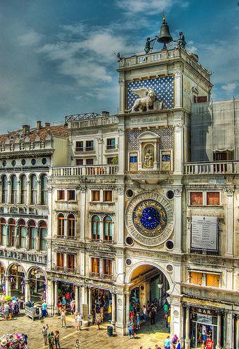 La Torre dell'orologio in Piazza San Marco  Clock Tower in St Mark's Square