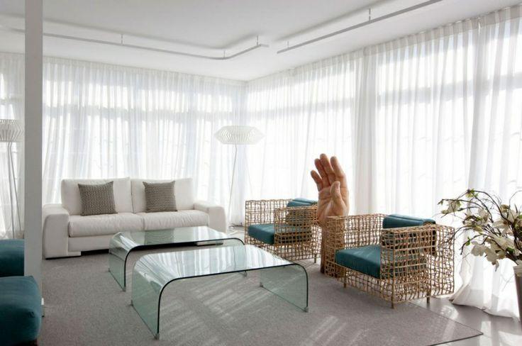 Испанские архитекторы из бюро IlmioDesign создали провокационный интерьер в квартире площадью 250 кв. м. в Мадриде.