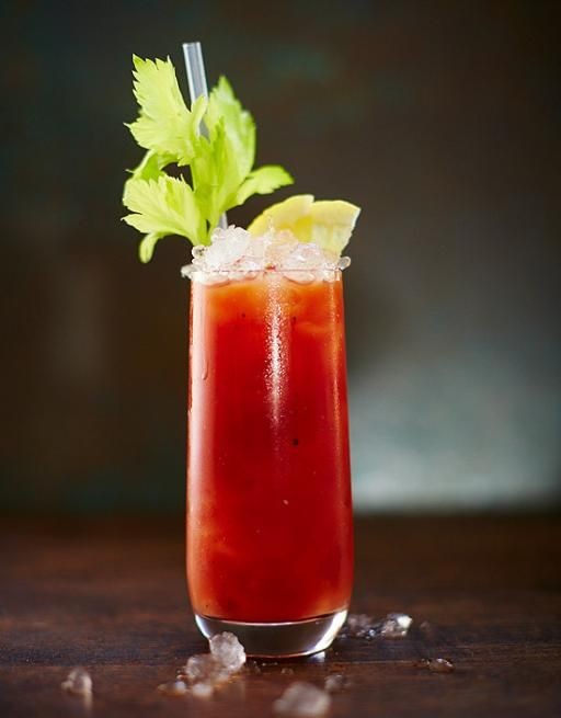 This vodka cocktail has endless variations. You can add chilli, Worcestershire sauce, Tabasco, herbs… even bacon. It's up to you!
