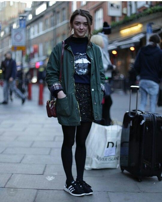 From @vaaeske on instagram Maisie Williams outfit in London
