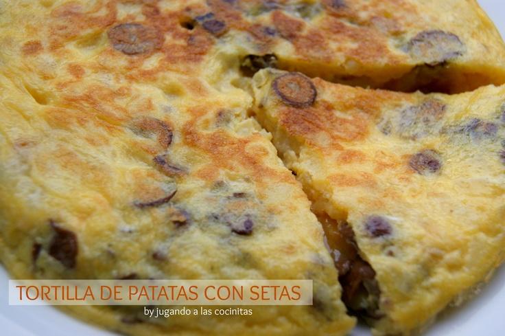 TORTILLA DE PATATAS Y SETAS senderuelas AL AJILLO  http://jugandoalascocinitas-silvia.blogspot.com.es/2013/06/tortilla-de-patatas-con-setas.html