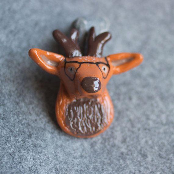 Broche ciervo hipster por Palbody en Etsy