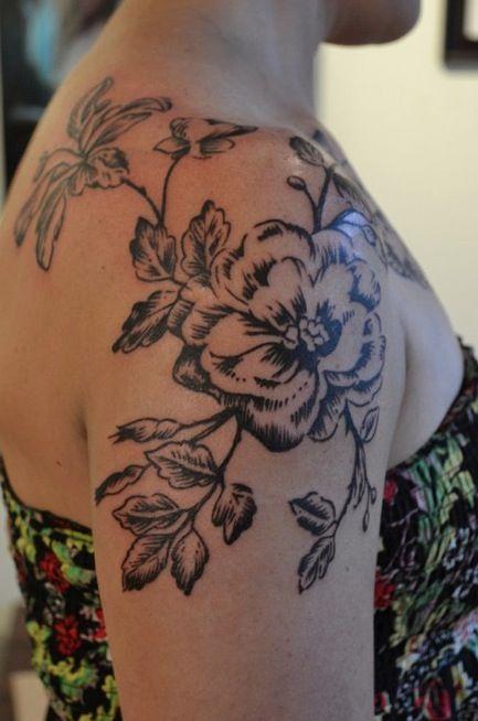 . Artist: Caryl Cunningham: Tattoo Ideas, Floraltattoo, Flowers Tattoo, Tattoo Flowers, Tattoo Artists, Black Flowers, Shoulder Tattoo, Flowers Design, Floral Tattoo