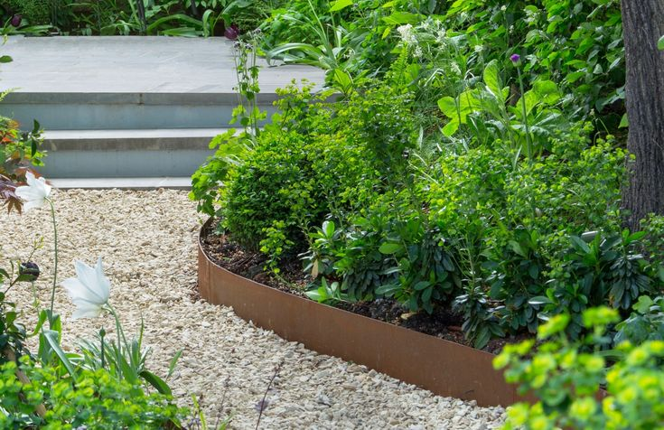 Sue Townsendincorporated the look in more a modest space, deploying Cor-Ten steel edging to the curving beds of her city garden, which was a joint winner in the Garden Jewel category.