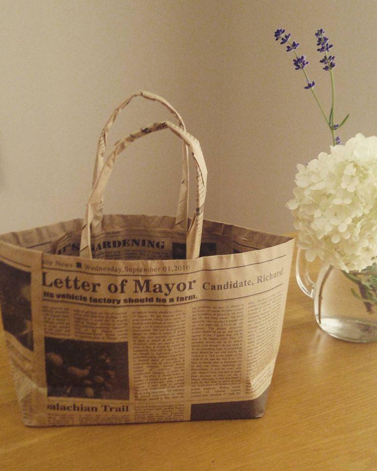 おうちに古新聞が溜まっていませんか?いま、そんな古新聞や包装紙でつくるエコバッグが人気なんですよ。お野菜の保管や、ちょっとしたお買いものなど何かと使える便利なアイテムです。お子さまと作っても盛り上がりそう!ぜひ作ってみてくださいね。